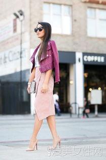 粉色半裙+裸色高跟鞋