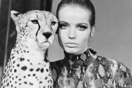 这位是60年代传奇超超模Veruschka,或许我们已经对她不够熟悉,不...