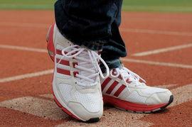 2012夏季新款阿迪达斯adidas网面透气男子跑鞋运动鞋男白红图片,...