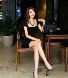 韩国大学女教师性感指数破表 媲美柳岩穿低胸装性感诱人