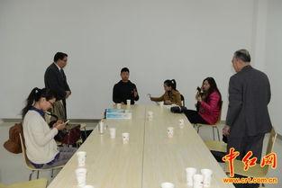 ...治国(右一)、萧鸣(左二站立者)在北京天桥街道正月十五