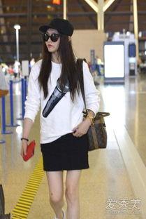 姐也色王梦溪-迪丽热巴也是一枚大美女,浅灰色连帽卫衣搭配黑色短裙,宽松版型的...