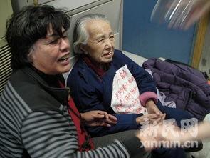 老人住在急诊输液室的角落里,她的女儿今日现身却不愿带母离开....