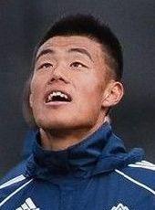 现效力于温哥华白帽.职业生涯谭龙6岁开始踢球,2007年进入上海七...