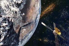 玉蝶碎梦-从遥远的外太空看(估计库布里克的电影看多了),地球的一面已经冰...