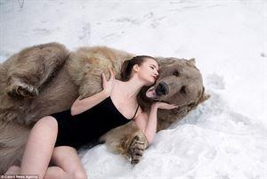 美女爱英熊 莫斯科的浪漫