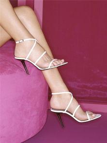4.绑腿高跟凉鞋-最伤女人脚的7种鞋款