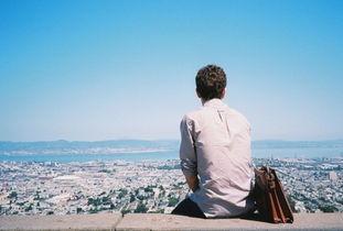 孤单一人的男生伤感图片 也许一个人最好的样子就是静一点