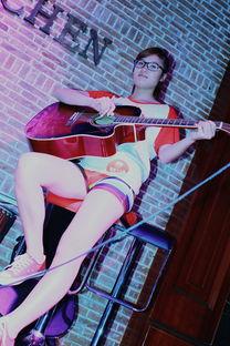 玩乐器的美女 米米