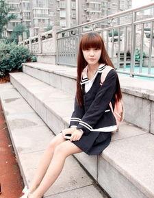 女生上课把手伸裤裆 女生裤裆里的黑毛毛放大图片 2