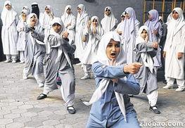 印度强奸案件频发 学校女生练越武道防身