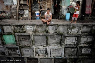 塔斯,万圣节与万灵节即将到来,菲律宾民众会在这两天为死去的亲人...