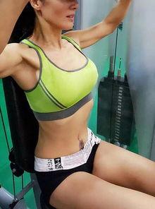 河南50岁阿姨锻炼20年 身材完爆少女性感婀娜