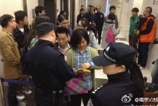 图为庭审现场-南京80后丈夫数十刀杀死90后娇妻案开庭