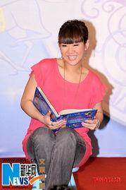 迪士尼经典童话故事《灰姑娘》,现场听众均赞赏欣宜说英文故事非常...