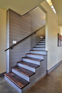 欧式别墅客厅楼梯贴砖踏步板装修赏析