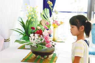 """播中国插花\""""为主题,艺术展首日展出的43幅插花作品中有欧式古典花..."""