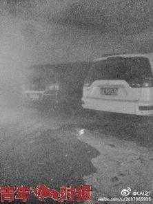 地下车库浓烟滚滚.-杭州小区车库冒汽油味 保安用打火机照明引发火灾