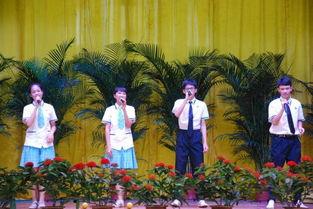 学生演唱《花样年华》-我校隆重举行初三毕业典礼