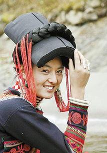 四川彝族美女图片 四川彝族披肩 四川彝族的明星 凉山彝族美女图片