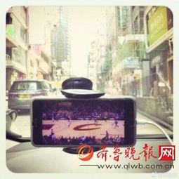 吴彦祖在出租车上看直播-明星容易暴露球迷属性的日子 靳东是个网球...