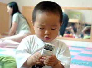 人人玩乡下小骚逼-3.宝宝会抢手机,模仿大人玩手机   宝宝天生模仿力强,看到父母在玩...