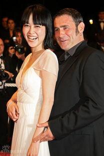 间5月24日在法国戛纳举行首映,日本女星菊地凛子成红毯焦点.图为...