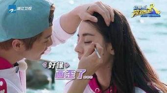 鹿晗给迪丽热巴化妆 狂撩热巴牵手传恋情