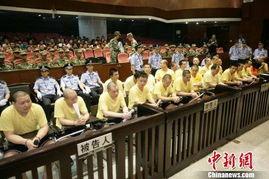 ...刚为首的23名黑社会团伙30日在广州中级法院受审,图为庭审现场. ...