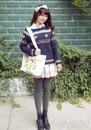 ...波普风针织衫+粉色蛋糕裙+灰色打底裤+黑色皮鞋+布艺包,波普风...