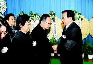 ...30日,汪道涵同志遗体在上海火化.江泽民同志前往上海龙华殡仪...