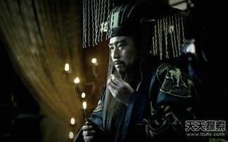 这位江苏沛县的小混混,凭着识人... 成为中国历史上第一个平民皇帝,...
