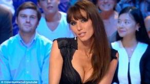 法国进世界杯让美女主播脱了 野外疯狂裸奔庆祝