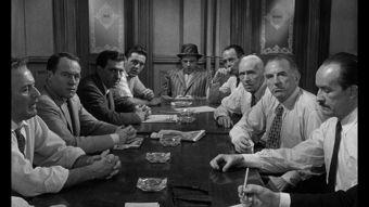 箩 k w弯汉枪腻瓮-电影《十二怒汉》不愧为经典之作,一间狭小的房间,十二人,90分钟...