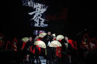 张杰广州演唱会挑战惊险魔术 首度剖析十年心路