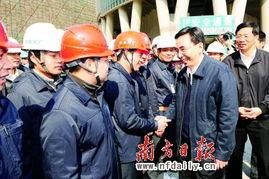 到珠江新城西塔工地,亲切慰问工地外来务工人员,发放过节慰问品. ...