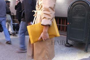 吉吉成人色情网-姜黄色配饰点缀冬季造型,复古 温暖又有足够 提亮 效果