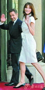 花洁夫人值得练吗-萨科齐与妻子.(资料图片)-多国政要生活奢华惹众怒 萨科奇每天吃...