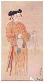 钱正面右侧坐者仙人著歧头履.在先秦典籍中,称鞋头分岐始于皇帝内...