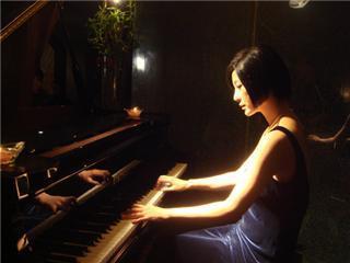 周杰伦弹钢琴头像