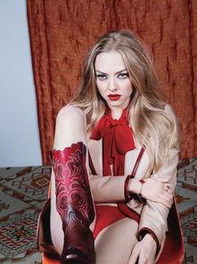 阿曼达 塞弗里德红唇绝美冶艳写真 猫眼魅惑
