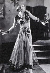 av亚洲色吧- 葛洛丽亚-斯旺森Gloria Swanson(1899-1983)年过50,出演了一部名流...