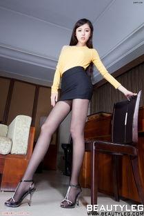 电力十足的翘臀美女大胆臀模黑色紧身皮裤诱惑图片让人想入非非