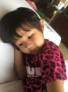 7月18日,陆毅在微博上晒出两个女儿睡觉的照片,姐妹俩依偎在一起...