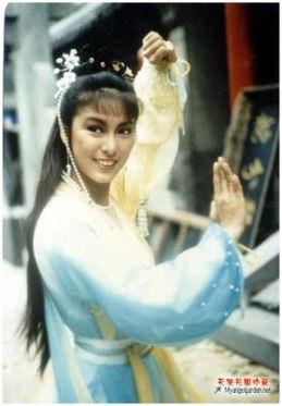 达华的干女儿,妹妹雪梨(97《神雕侠侣》李莫愁)亦为演员.