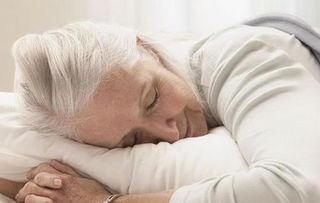 老头和老头睡觉-...惯会影响老人的睡眠