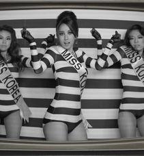 ...拍复古MV 扮韩国小姐载歌载舞