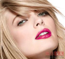 对于肤色偏黄的亚洲人来说,橙色系的唇色不容易驾驭,不如蓝色调打...