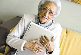 老太太综合-西班牙95岁奶奶写博客 首相致信祝贺