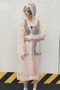 粉色上衣配裤子图片 浅粉色上衣配什么裤子单品示范